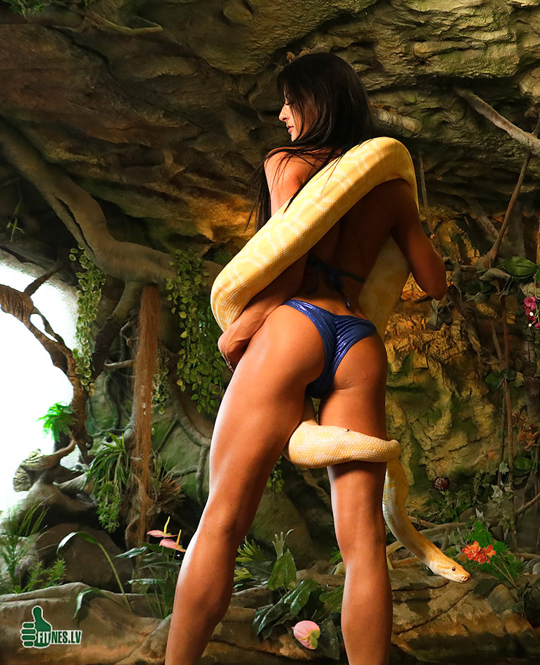 http://img.fitnes.lv/2/-snake_and_girl_7487.jpg