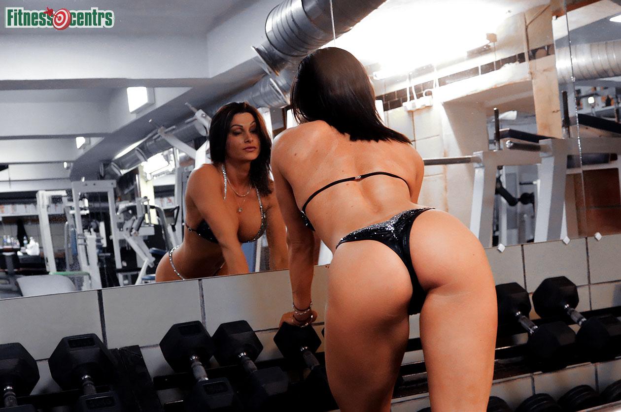 http://img.fitnes.lv/2/110_bottom_bikini_babes_82982773.jpg