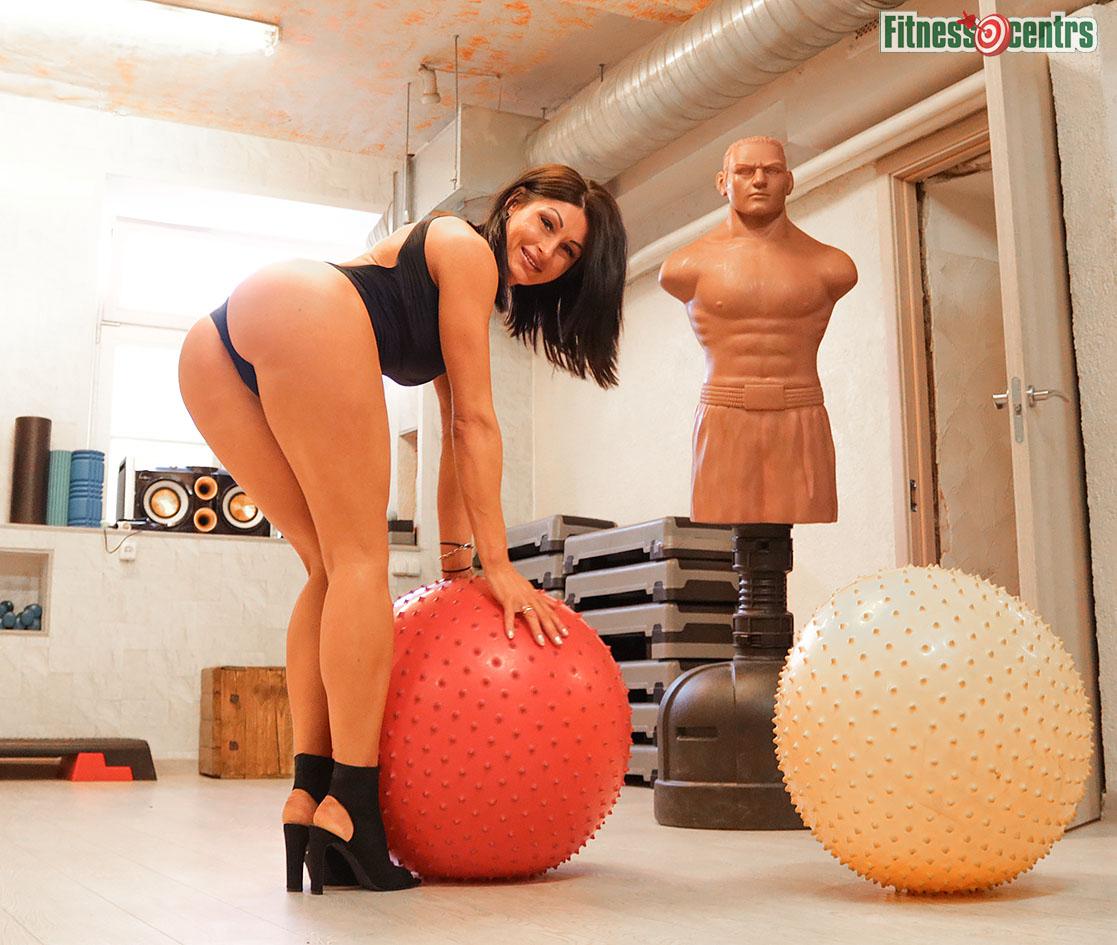 http://img.fitnes.lv/2/44_ass_bikini_378283.jpg