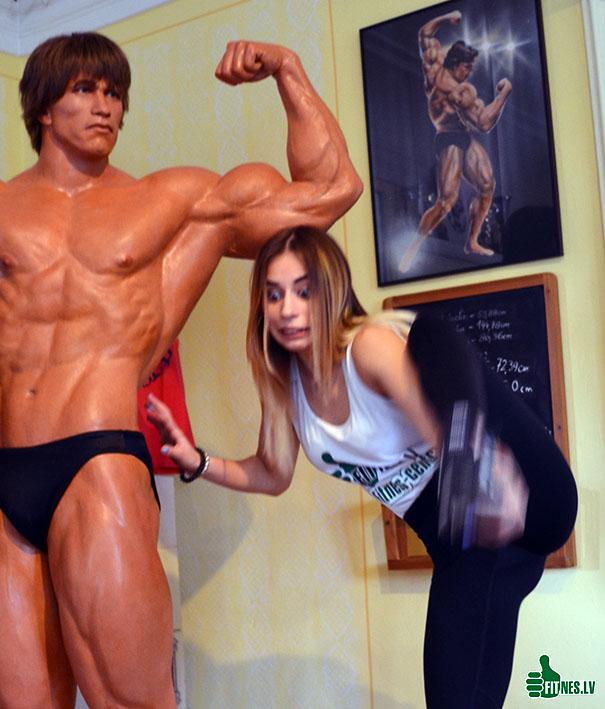 http://img.fitnes.lv/2/Arnold_Schwarzenegger_humour_photo_0200.jpg