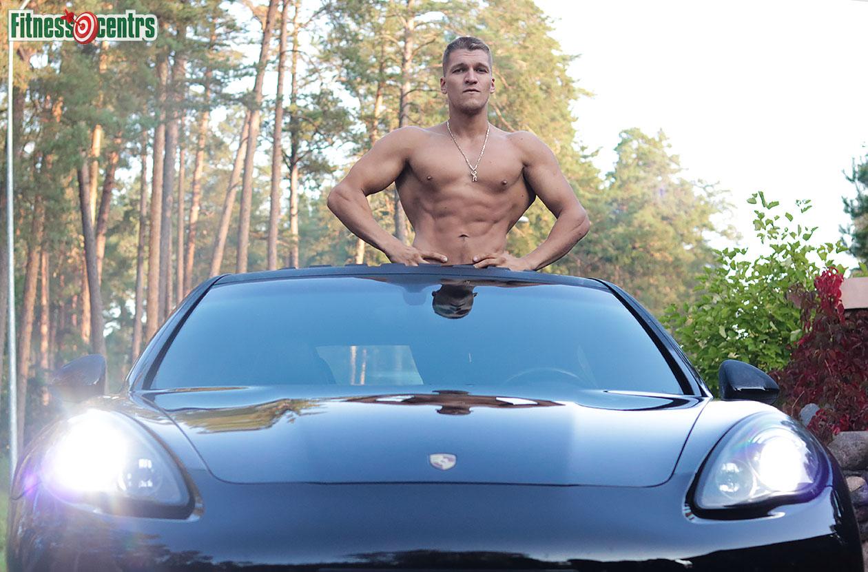 http://img.fitnes.lv/2/Artur_Burinsky_26728_1512.jpg
