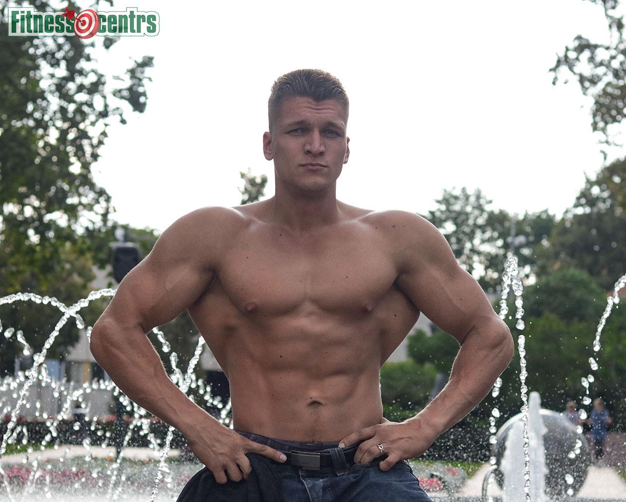 http://img.fitnes.lv/2/Artur_Burinsky_6278282_0145.jpg