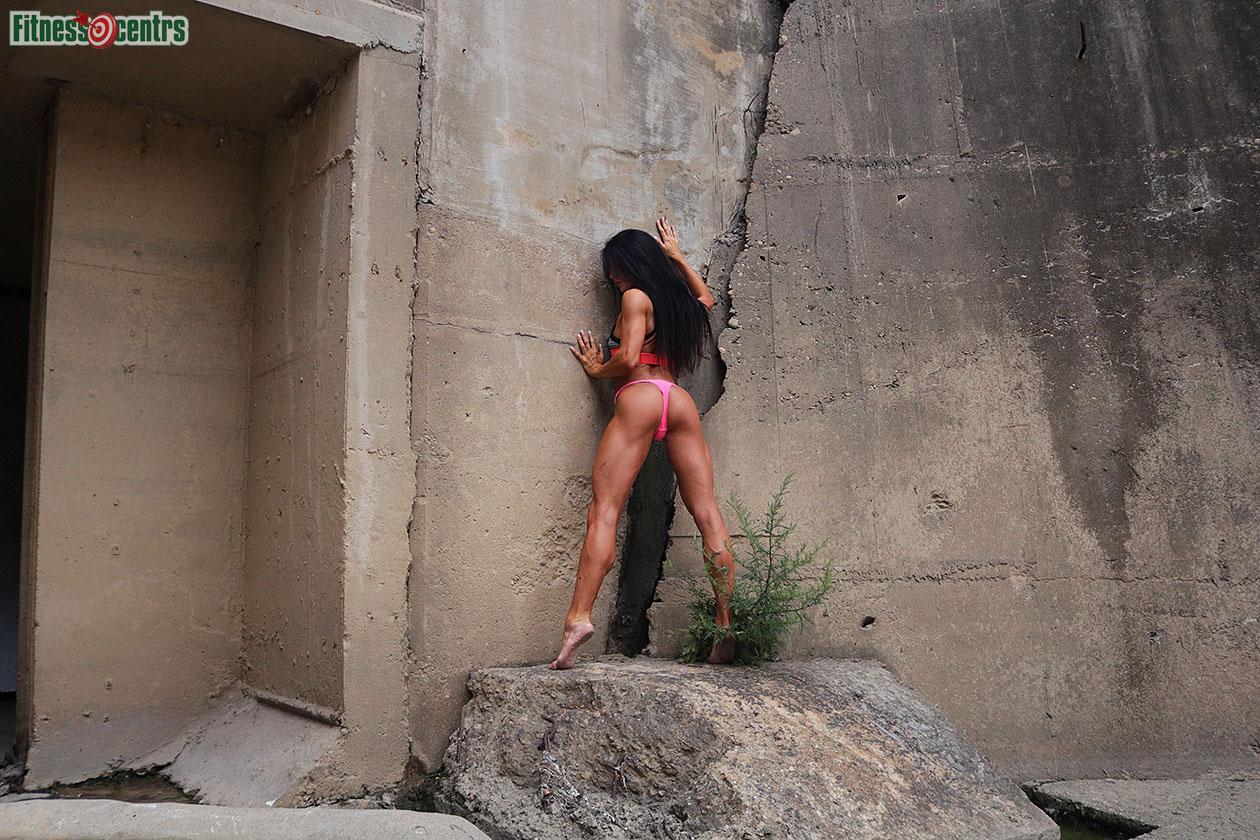 http://img.fitnes.lv/2/Iron_bikini_girl_289231_2617.jpg