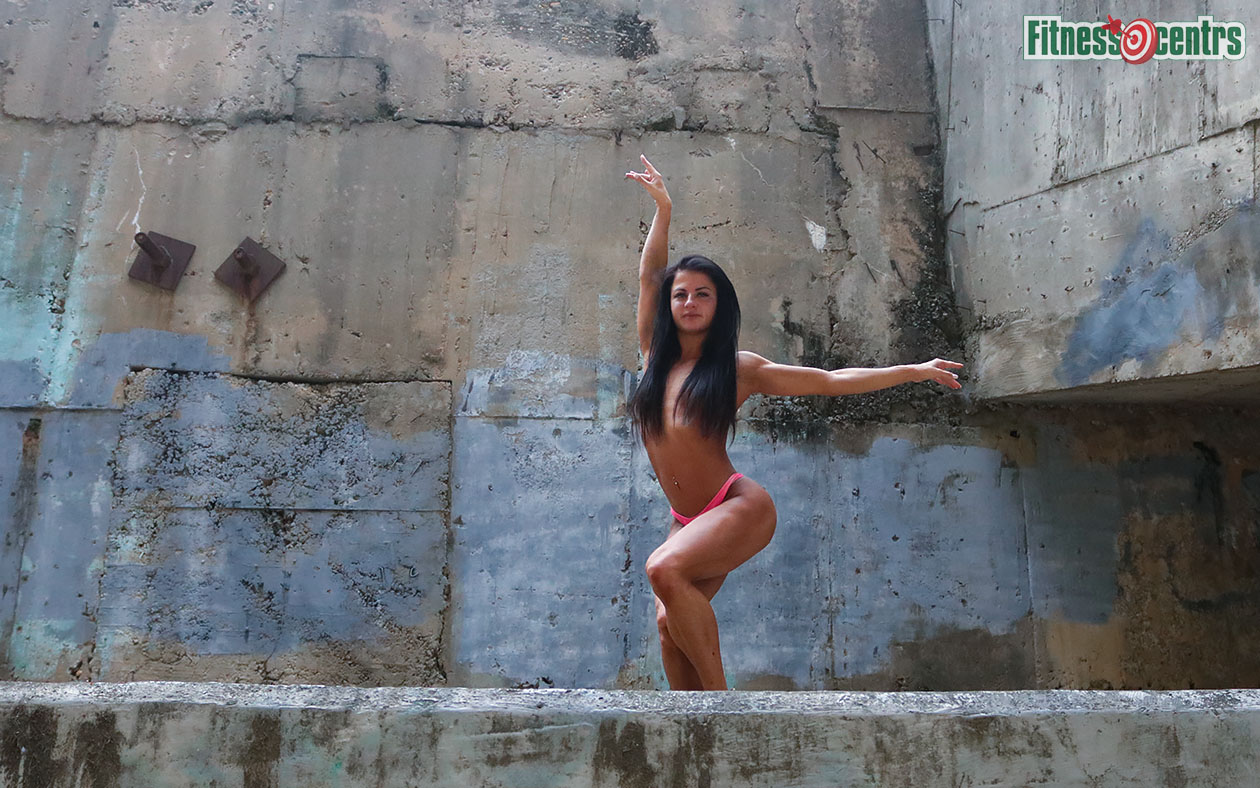 http://img.fitnes.lv/2/Iron_bikini_girls_6899_3653.jpg