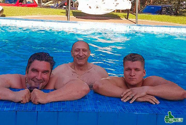 http://img.fitnes.lv/2/Oleg_Burinsky_2893772.jpg