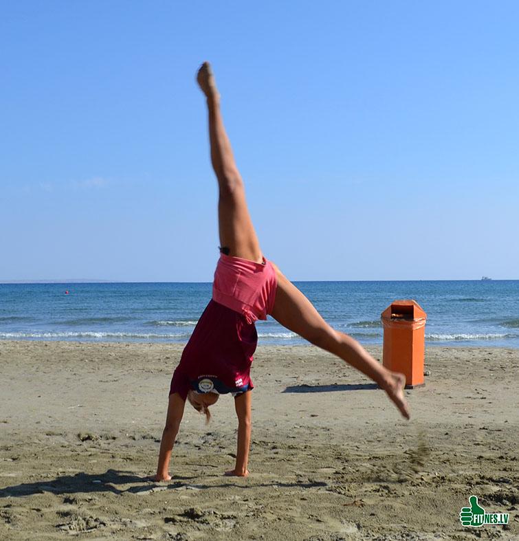 http://img.fitnes.lv/2/beach_acrobatics_0926.jpg
