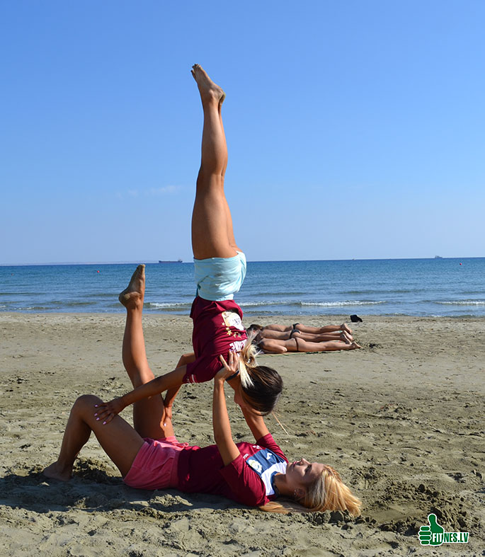 http://img.fitnes.lv/2/beach_akrobatics_0908.jpg