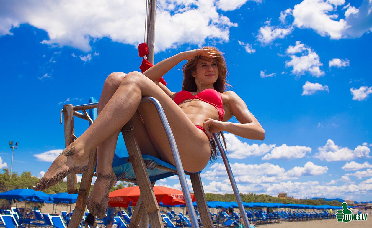 http://img.fitnes.lv/2/beach_babes_9283_4191.jpg