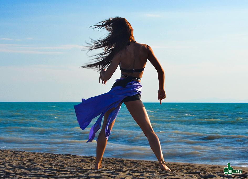 http://img.fitnes.lv/2/beach_dance_390454_0161.jpg