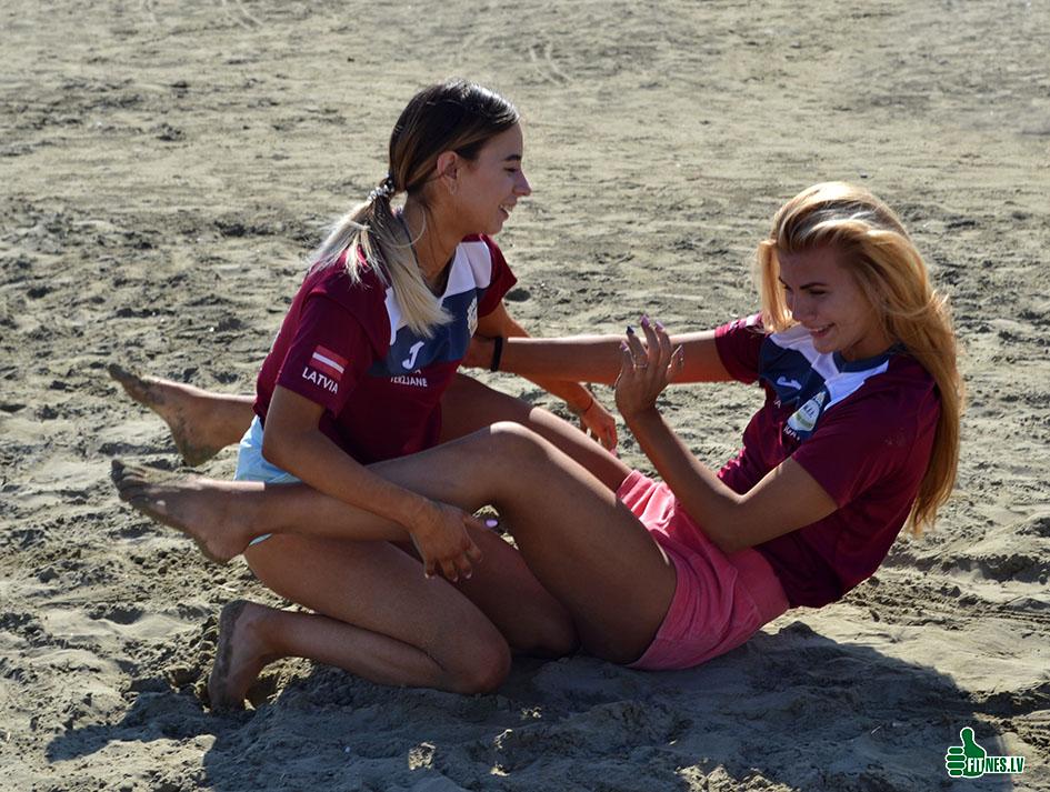 http://img.fitnes.lv/2/beach_girls_277_0892.jpg