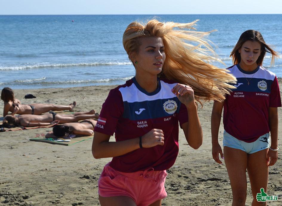 http://img.fitnes.lv/2/beach_girls_665_0931.jpg