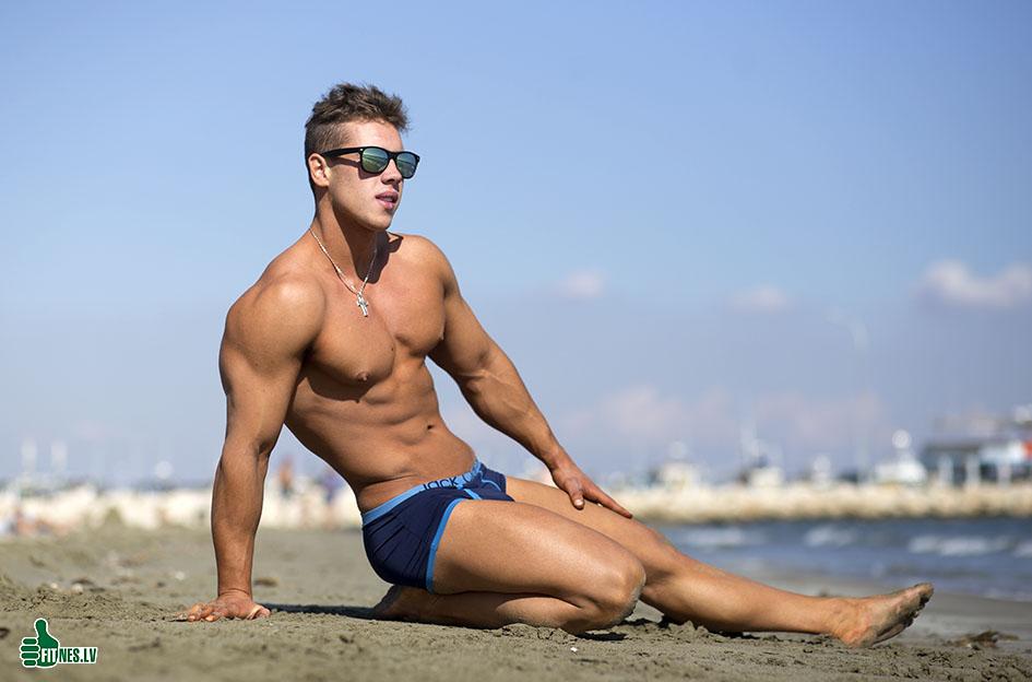 http://img.fitnes.lv/2/beach_men_7792.jpg
