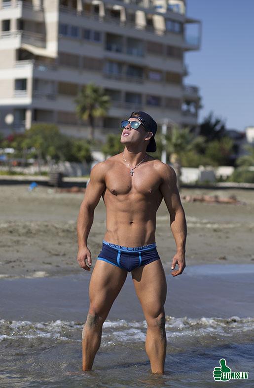 http://img.fitnes.lv/2/beach_men_7801.jpg
