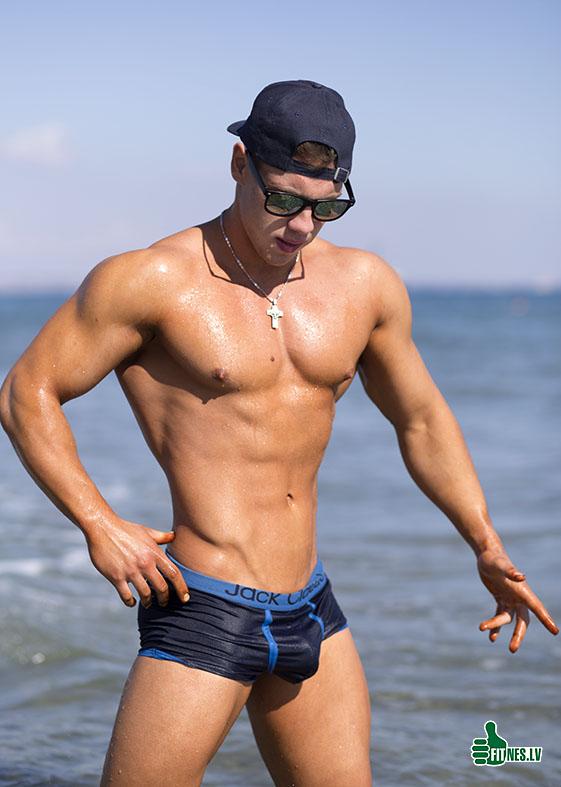 http://img.fitnes.lv/2/beach_men_7881.jpg