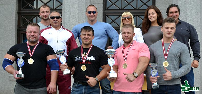 http://img.fitnes.lv/2/benchpress_Latvia_2015_0329.jpg