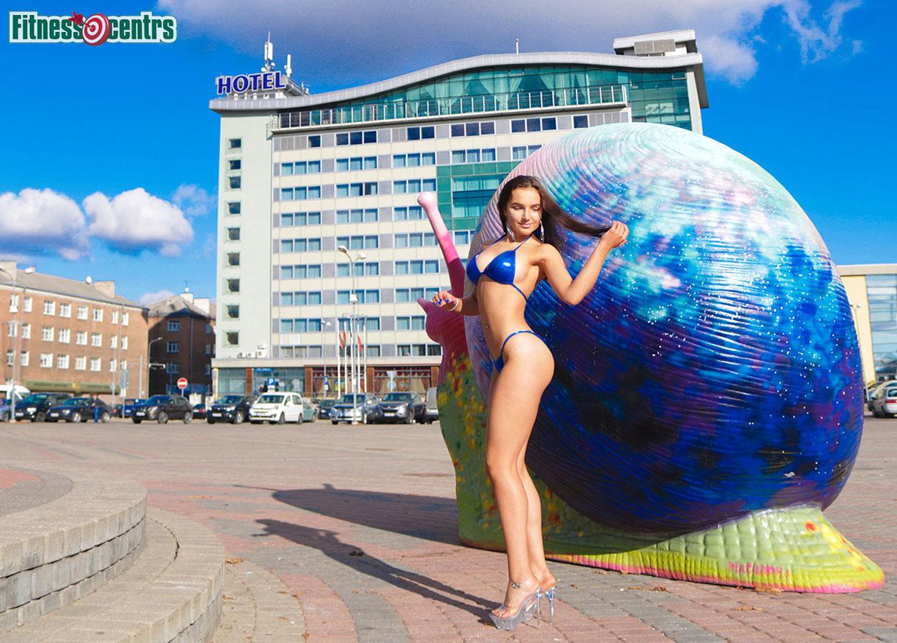http://img.fitnes.lv/2/bikini_girls_2781643637_9412.jpg