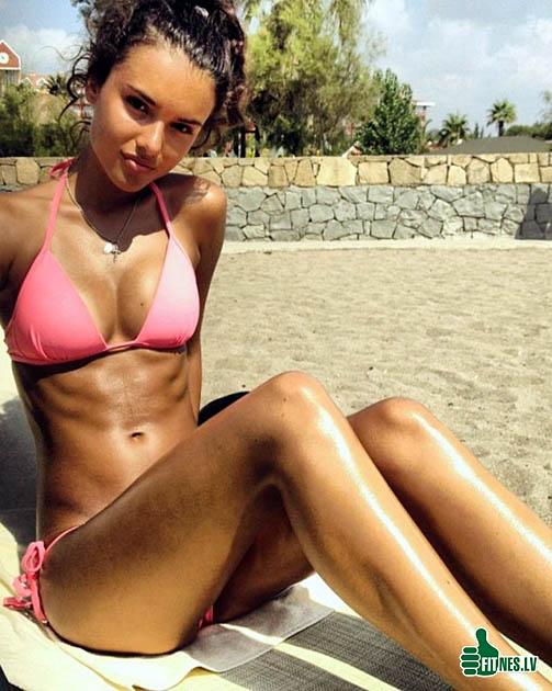 http://img.fitnes.lv/2/bikini_girls_2904368.jpg