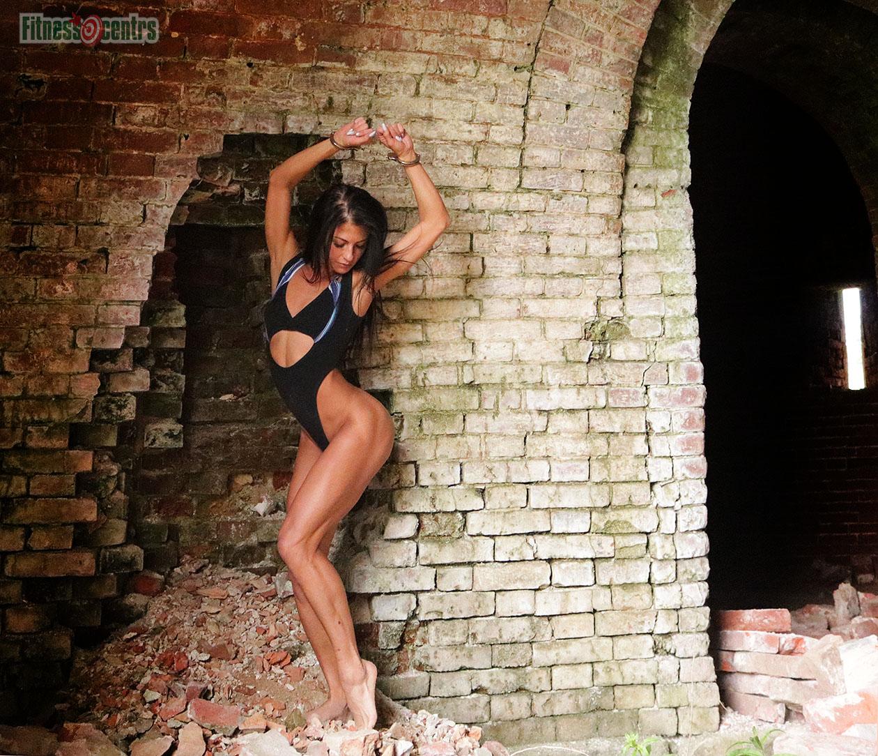 http://img.fitnes.lv/2/bikini_zamok_0489.jpg