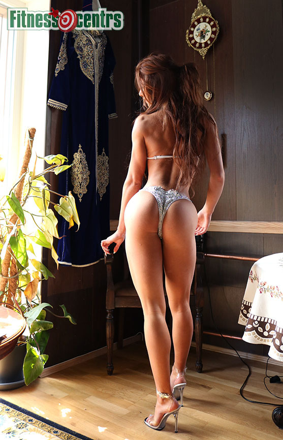 http://img.fitnes.lv/2/fitness_girl_ass_3884_8131.jpg