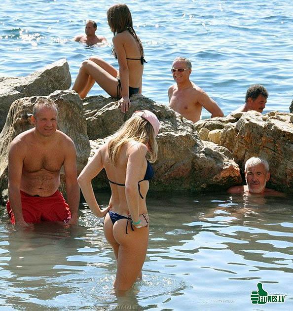 http://img.fitnes.lv/2/humour_bikini_girls_7239.jpg