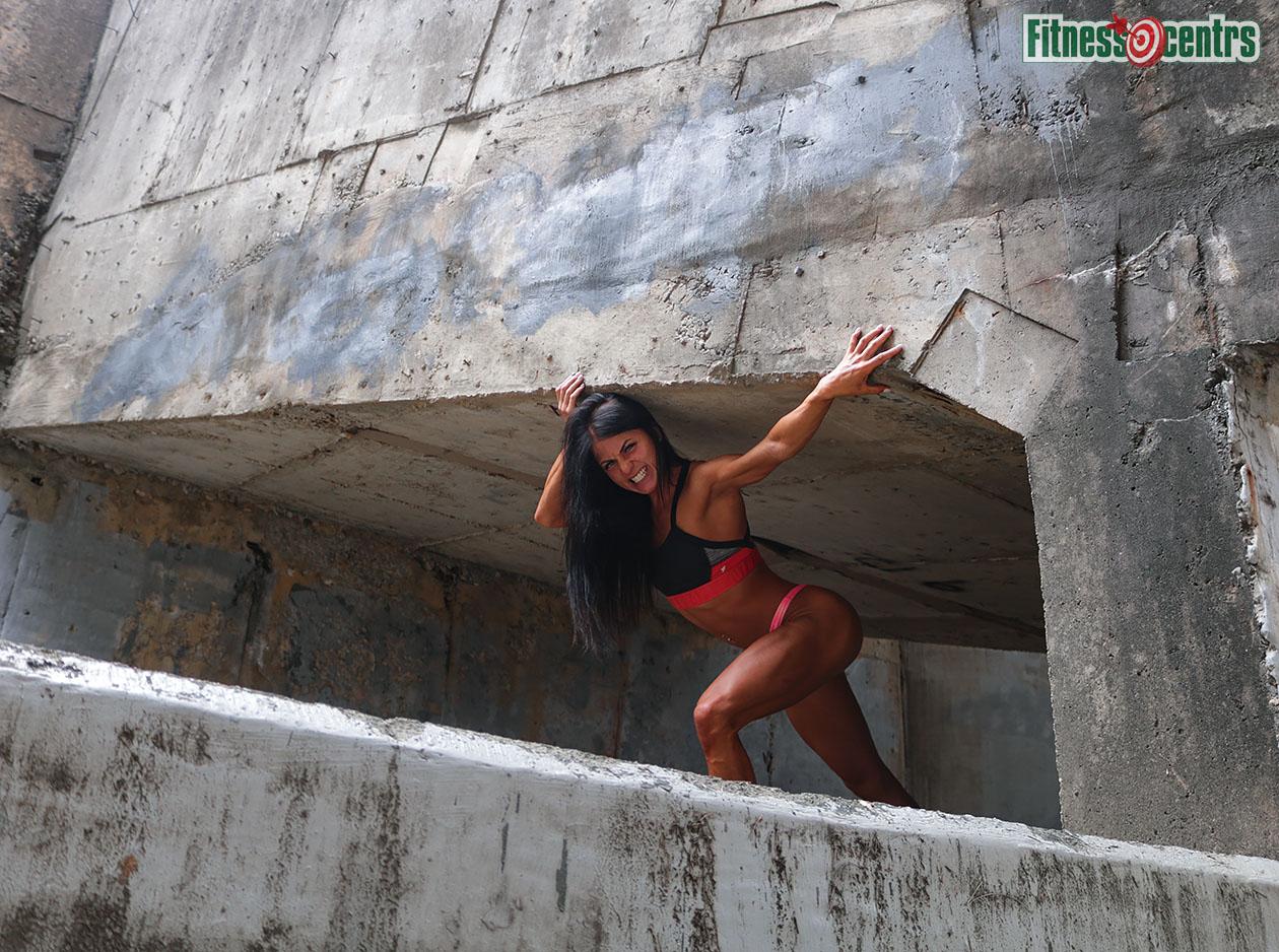 http://img.fitnes.lv/2/humour_fitness_girl_strong_37849_2660.jpg