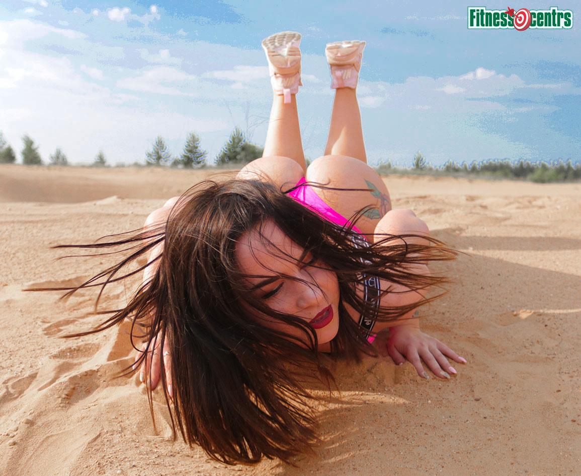 http://img.fitnes.lv/2/nature_bikini_girls_292971_9791.jpg