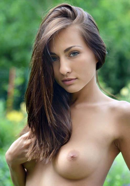 http://img.fitnes.lv/2/nude_babes_8957724.jpg