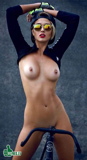 http://img.fitnes.lv/2/nude_fitness_182075.jpg