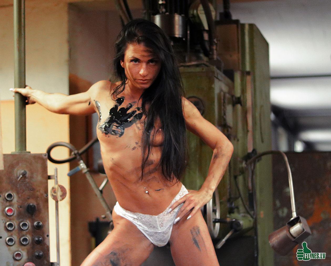 http://img.fitnes.lv/2/nude_fitness_girls-27833_6847.jpg