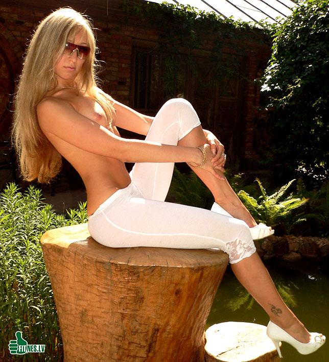 http://img.fitnes.lv/2/nude_girls_68998754.jpg
