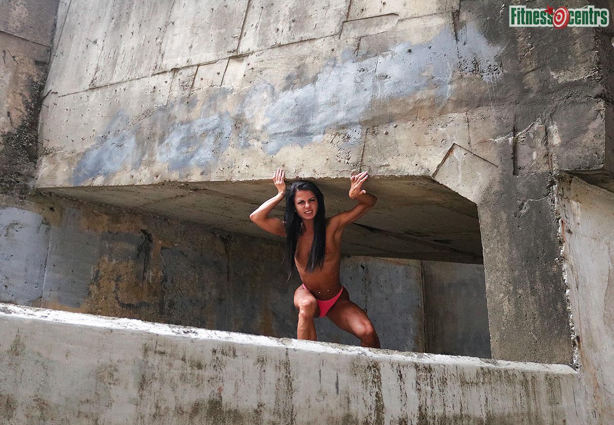 http://img.fitnes.lv/2/nude_sport_girl_278392_3646.jpg