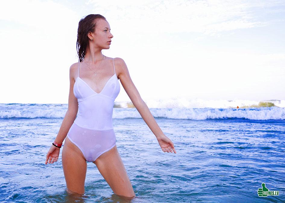 http://img.fitnes.lv/2/sexy_beach_babes_378274.jpg
