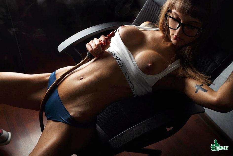 http://img.fitnes.lv/2/sexy_fitness_girls_278304772.jpg