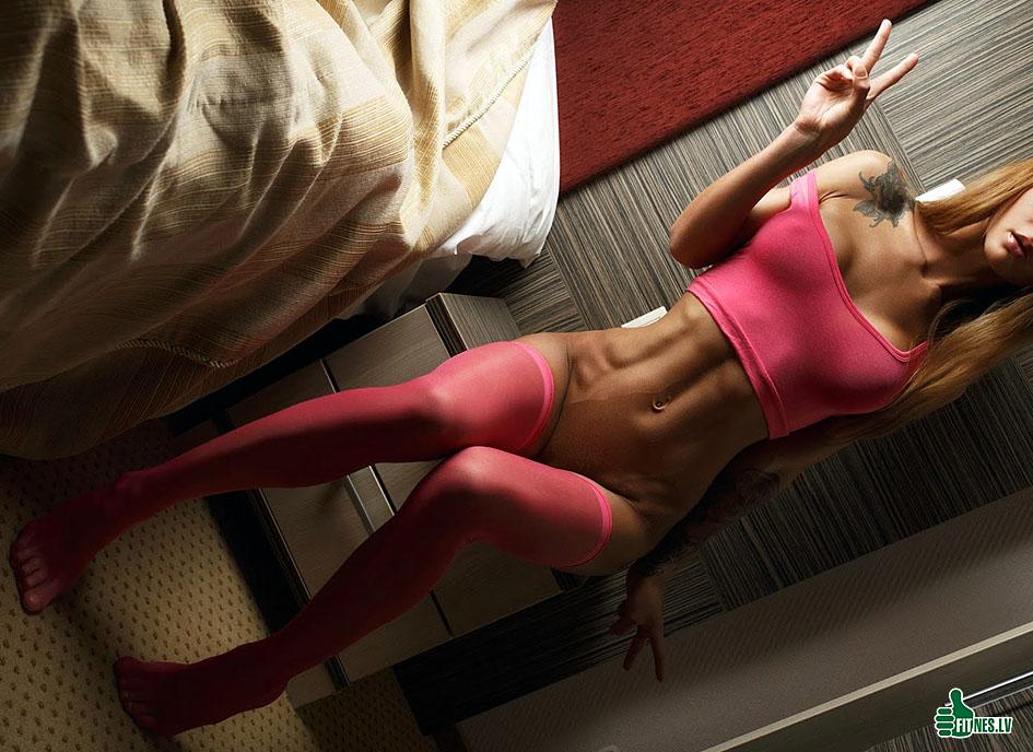 http://img.fitnes.lv/2/sexy_fitness_girls_383938772.jpg