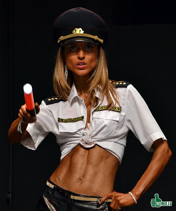 http://img.fitnes.lv/2/sexy_police_0169.jpg