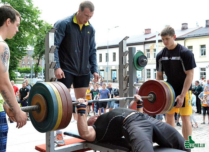 http://img.fitnes.lv/bench_press_0161.jpg