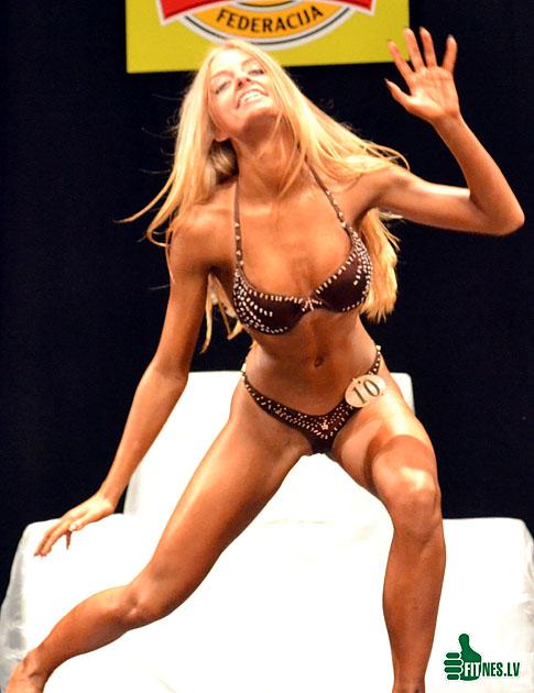 http://img.fitnes.lv/bikini_model_0251.jpg