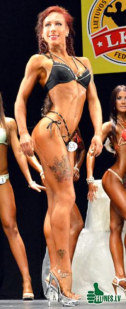 http://img.fitnes.lv/bikini_model_39014.jpg