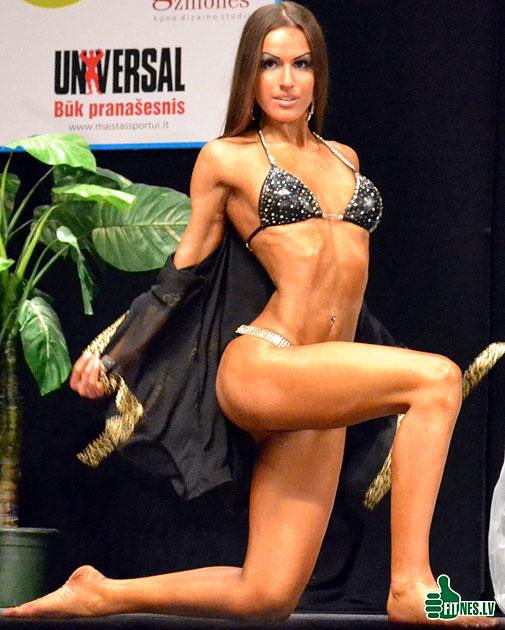 http://img.fitnes.lv/bikini_models_0133.jpg