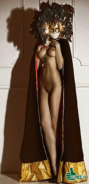 http://img.fitnes.lv/nude_karnaval_327032.jpg