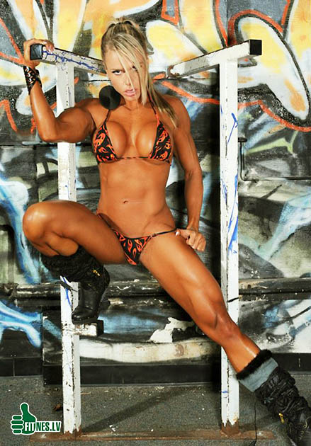 http://img.fitnes.lv/sexy_muscle_babes_3884.jpg
