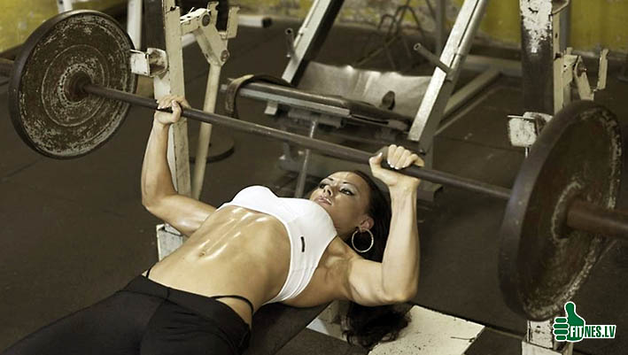 http://img.fitnes.lv/woman_benchpress_4809.jpg